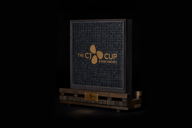 Winner''s Trophy with Korean Names of all Players