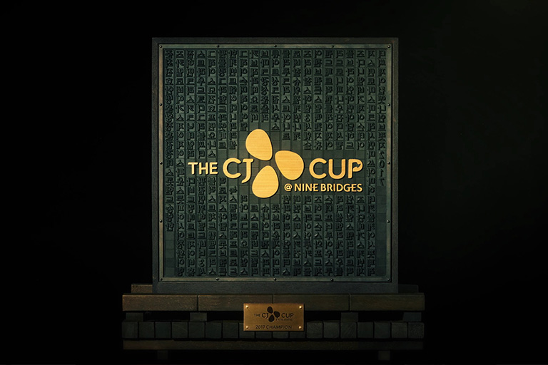 The championship throphy features Korean name of 78 players and shape of bridge.