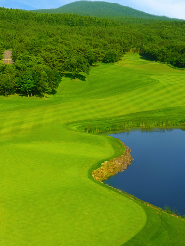 [CLUB NINEBRIDGES] HOLE 5 - A strategic hole with an impressive green close to a water hazard