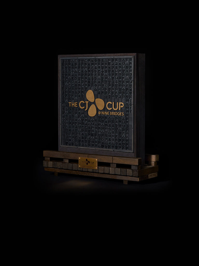 Winner`s Trophy with Korean Names of all Players