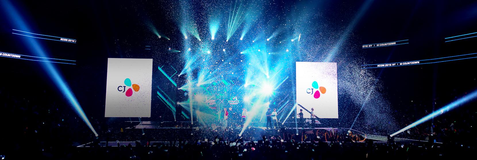 KCON 2015 LA 무대 피날레 이미지입니다.