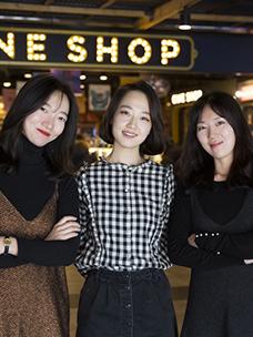 영화 굿즈 산업의 개척자 'CGV 씨네샵' MD와 디자이너를 만나다