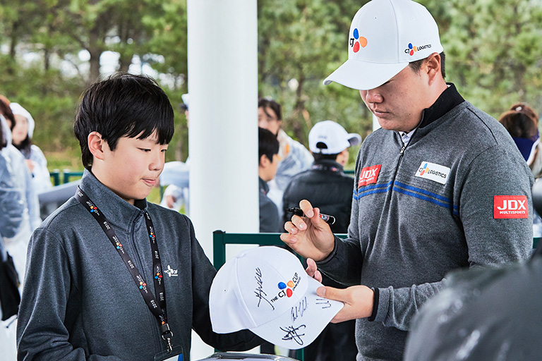 [2018 BRIDGE KIDS] A meeting between future golfers and Sungjae Im