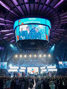 메디슨 스퀘어 가든에서 열리는 K팝 콘서트 무대 전경