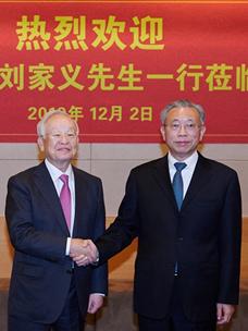 손경식 CJ그룹 회장(왼쪽)과 류자이 중국 산동성 당위원회 서기(오른쪽) 기념촬영 사진