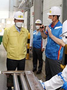 손명수 국토교통부 제2차관(왼쪽 두번째)이 9일 오후 현장방역 점검을 위해 CJ대한통운 대전허브터미널을 방문했다.