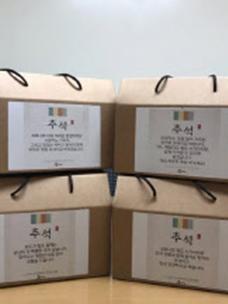 CJ ENM 오쇼핑부문은 임직원들이 직접 작성한 희망 편지와 추석 선물 바구니를 소외 계층 100개 가정에 전달하는 나눔 활동을 진행했다.