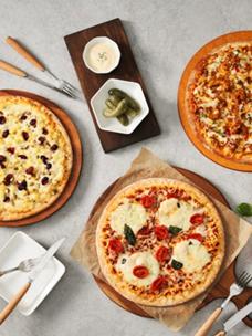 고메 프리미엄 피자 3종, 고메 나폴리 마르게리타 피자, 고메 로마 콰트로포르마지 피자, 고메 바르셀로나 칠리감바스 피자